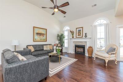 Lexington Single Family Home For Sale: 1033 Squirrel Nest