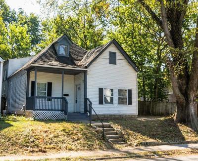 Lexington Single Family Home For Sale: 806 Maple