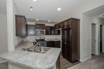 Burlington Condo/Townhouse For Sale: 2579 Paragon Mill Drive #25-300