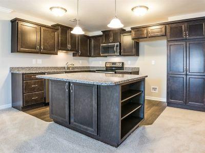Burlington Condo/Townhouse For Sale: 2587 Paragon Mill Drive #25-102
