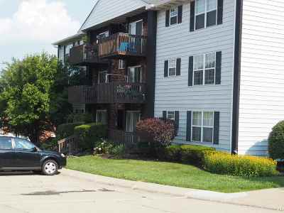 Highland Heights Condo/Townhouse For Sale: 407 Highland Trace