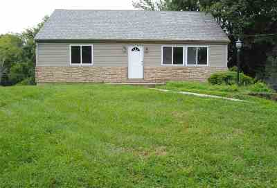 Boone County Single Family Home For Sale: 4 Vivian Drive