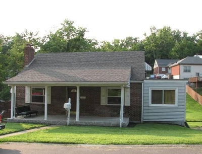 Newport Single Family Home For Sale: 323 Riddle