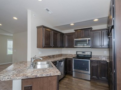 Alexandria Condo/Townhouse For Sale: 890 Yorkshire Drive #14-300