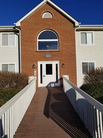 Boone County Condo/Townhouse For Sale: 10160 Carnation Ct #10