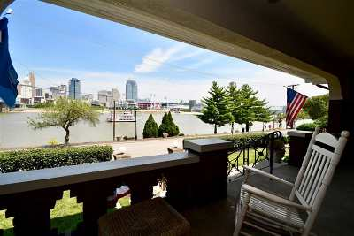 Covington Single Family Home For Sale: 219 Riverside Drive