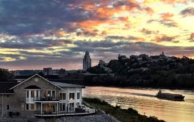 Dayton Single Family Home For Sale: 525 Manhattan Boulevard