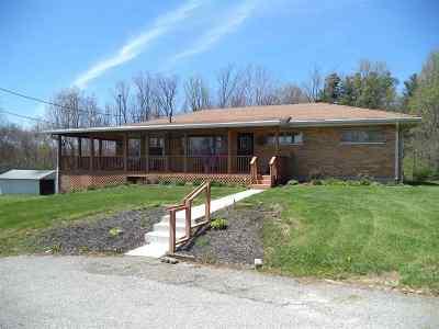 Burlington, Hebron Single Family Home For Sale: 3157 Robin Court