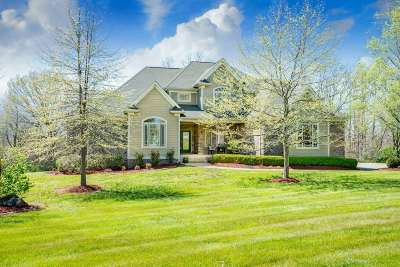 Oldham County Single Family Home For Sale: 10030 Harrods Creek Drive