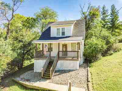 Newport Single Family Home For Sale: 47 Summer Hill Avenue