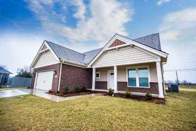 Bowling Green Single Family Home For Sale: 477 Leonatus Court