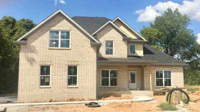 Bowling Green Single Family Home For Sale: 2696 Royal Court
