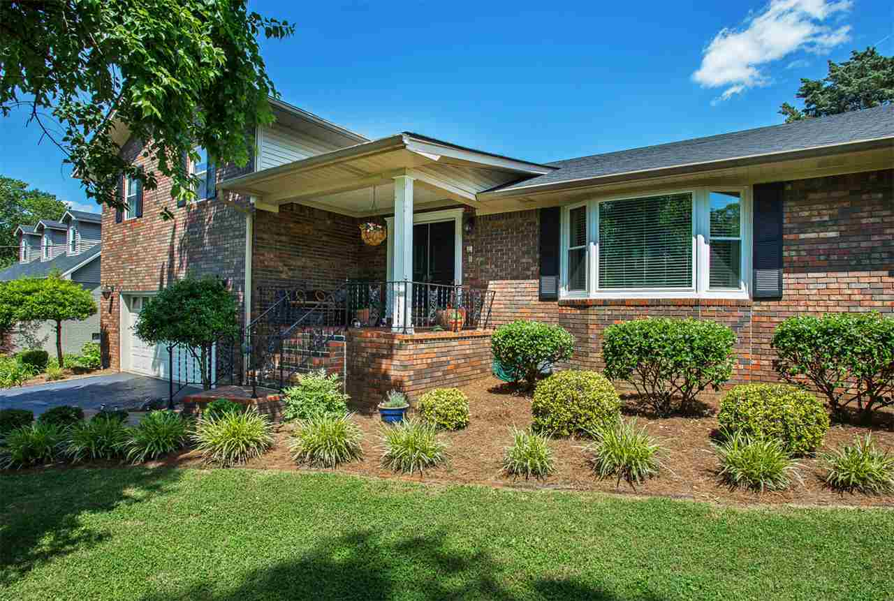 4 bed / 2 full, 1 partial baths Home in Bowling Green for $269,500