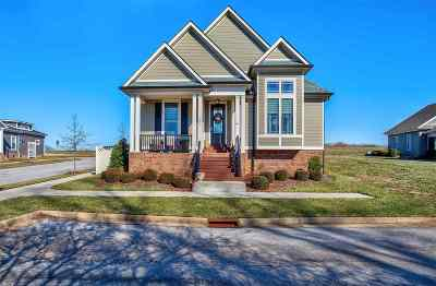 Bowling Green Single Family Home For Sale: 300 Traditions Boulevard