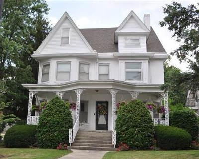 Somerset Single Family Home For Sale: 115 College Street