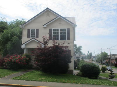 Somerset Single Family Home For Sale: 211 E Oak Street