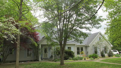 Somerset Single Family Home For Sale: 114 Jonathan Court
