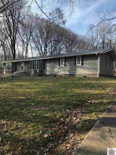 Trigg County Single Family Home Contract Recd - See Rmrks: 426 Holiday Way