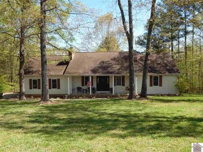 Single Family Home For Sale: 204 Edgewood
