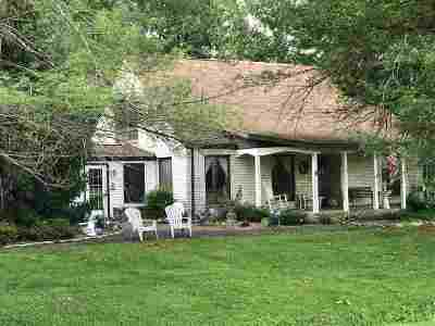 Fredonia Single Family Home For Sale: 3094 Old Fredonia Road