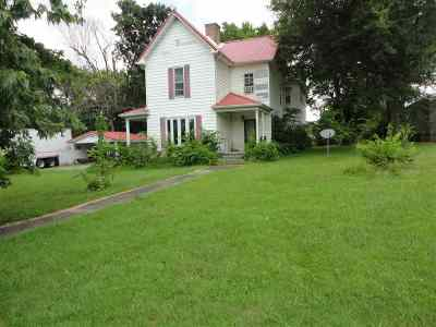 Caldwell County Single Family Home For Sale: 417 E Market