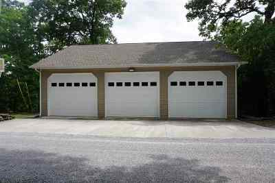Murray, New Concord, Grand Rivers, Benton, Gilbertsville Single Family Home Contract Recd - See Rmrks: Smallman Lane