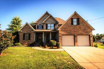 Benton Single Family Home For Sale: 135 Deerfield Circle