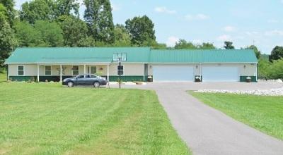Eddyville Single Family Home Contract Recd - See Rmrks: 416 Joe Peek Rd