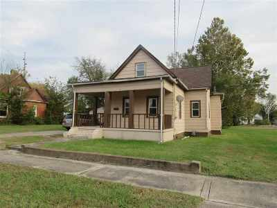 McCracken County Single Family Home For Sale: 912 Tennessee Street