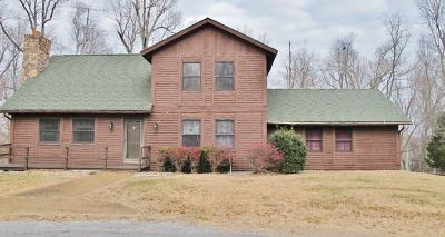 Single Family Home For Sale: 105 Log Cabin Drive