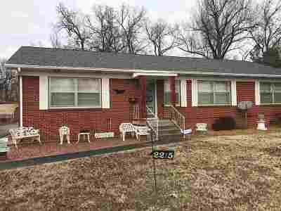 McCracken County Single Family Home For Sale: 2215 Clay Street