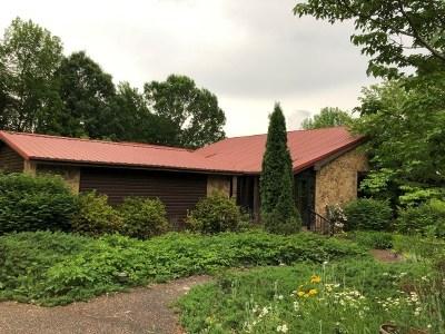 Princeton Single Family Home For Sale: 500 Dogwood Lane