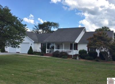 Paducah Single Family Home Contract Recd - See Rmrks: 110 Holmes Drive