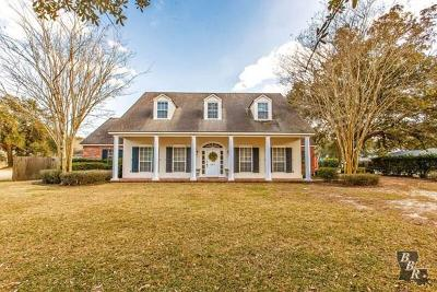 Thibodaux Single Family Home Back Up Offers: 121 Country Club Boulevard