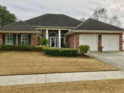 Houma Single Family Home Under Contract: 302 Hawthorne Drive