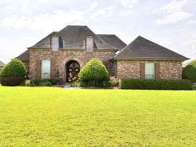 Houma Single Family Home For Sale: 323 Sugar Highland Boulevard