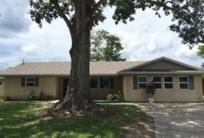 Single Family Home Under Contract: 2609 Hemlock Drive