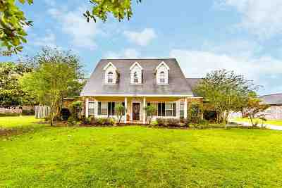 Houma Single Family Home Under Contract: 104 Bellingrath Drive