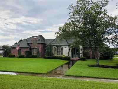 Houma Single Family Home For Sale: 204 Lake Decade Court