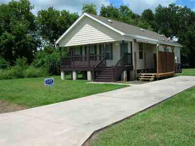 Cut Off Single Family Home For Sale: 203 Laci Cathryn Drive