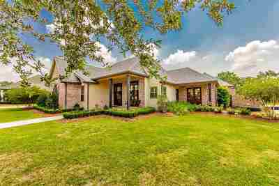 Houma Single Family Home For Sale: 147 Houmas Drive