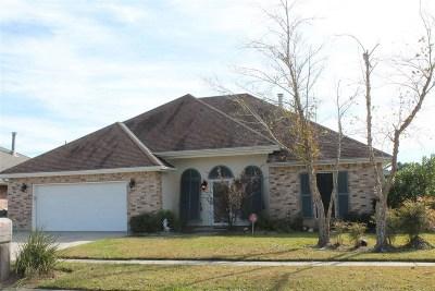 Houma Single Family Home For Sale: 104 Newsom Drive