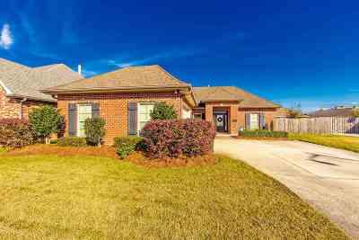 Houma Single Family Home For Sale: 166 Camille Street