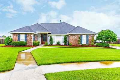 Houma Single Family Home For Sale: 284 Lake Penchant Court