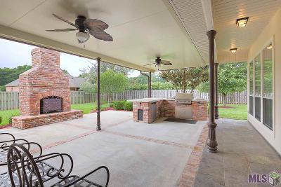 Denham Springs Single Family Home For Sale: 341 Chateau Jon