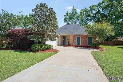 Prairieville Single Family Home Contingent: 18444 Red Oak Dr