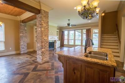 Baton Rouge Single Family Home For Sale: 14685 Grapevine Dr
