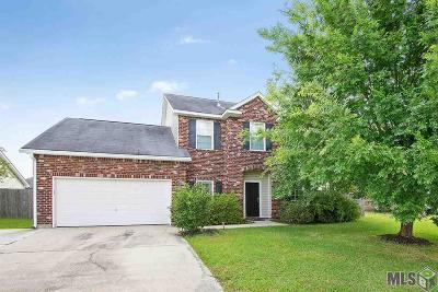 Zachary Single Family Home Contingent: 20148 Bur Oak Dr