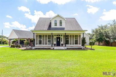 Gonzales Single Family Home Contingent: 13350 Wright Babin Rd