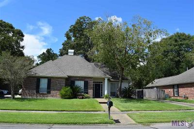 Baton Rouge Single Family Home For Sale: 8238 Oak Creek Dr